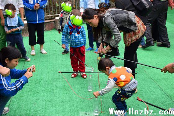 小猫钓鱼游戏教案�y�'_小朋友在玩小猫钓鱼的游戏,表现的非常棒!加油!